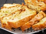 Рецепта Солен кекс със синьо сирене, праз лук, стафиди, прясно мляко, масло и сметана (с бакпулвер)